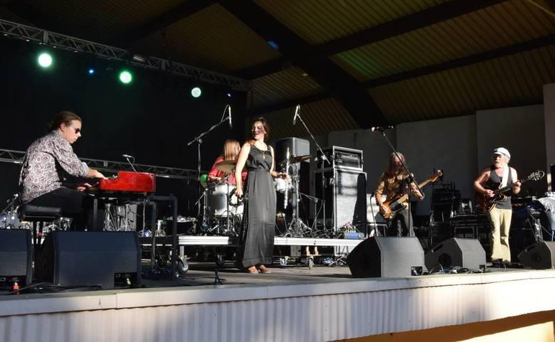 Odbył się 9. Ino-Rock Festival. Jak zwykle miejscem koncertów był Teatr Letni w Inowrocławiu. W tym roku scenę zdominowały szwedzkie grupy: Agusa, Dungen