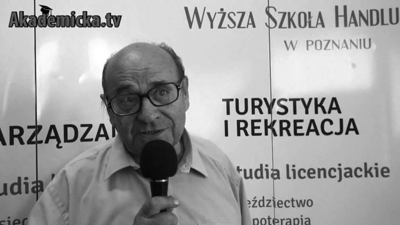 Profesor Wiesław Siwiński był autorem wielu książek i przewodników o ćwiczeniach rekreacyjnych dla osób starszych