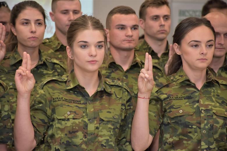 W Komendzie Bieszczadzkiego Oddziału SG w Przemyślu, 29 nowo wcielonych do służby funkcjonariuszy uroczyście złożyło rotę ślubowania.Wszyscy nowi pogranicznicy