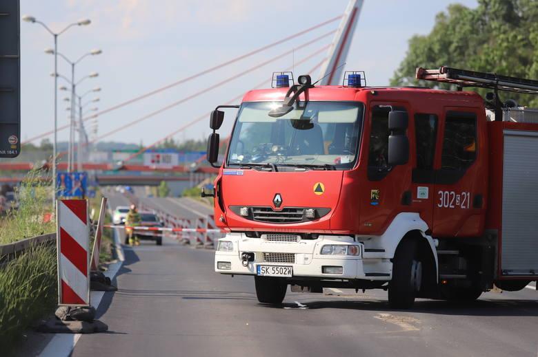 Trasa DK86 Katowice - Tychy zamknięta z powodu podmytego wiaduktu.Zobacz kolejne zdjęcia. Przesuwaj zdjęcia w prawo - naciśnij strzałkę lub przycisk