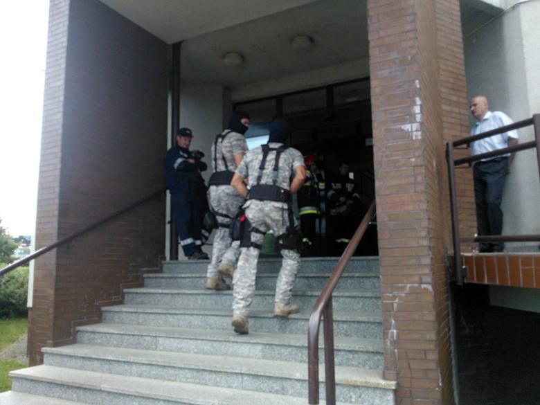 Alarm bombowy w rzeszowskim urzędzie skarbowym [ZDJĘCIA]