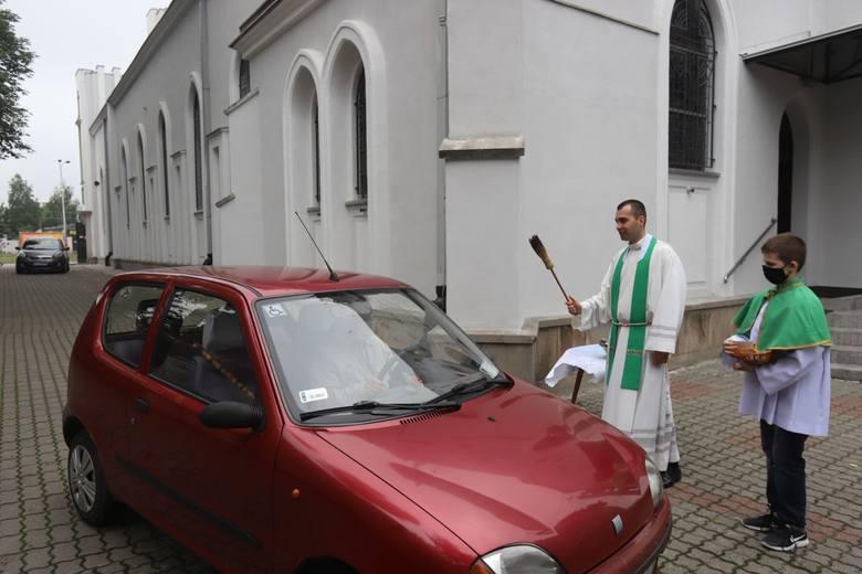 """Kropidłem w karoserię, czyli święcenie pojazdów w """"Białym kościele"""""""