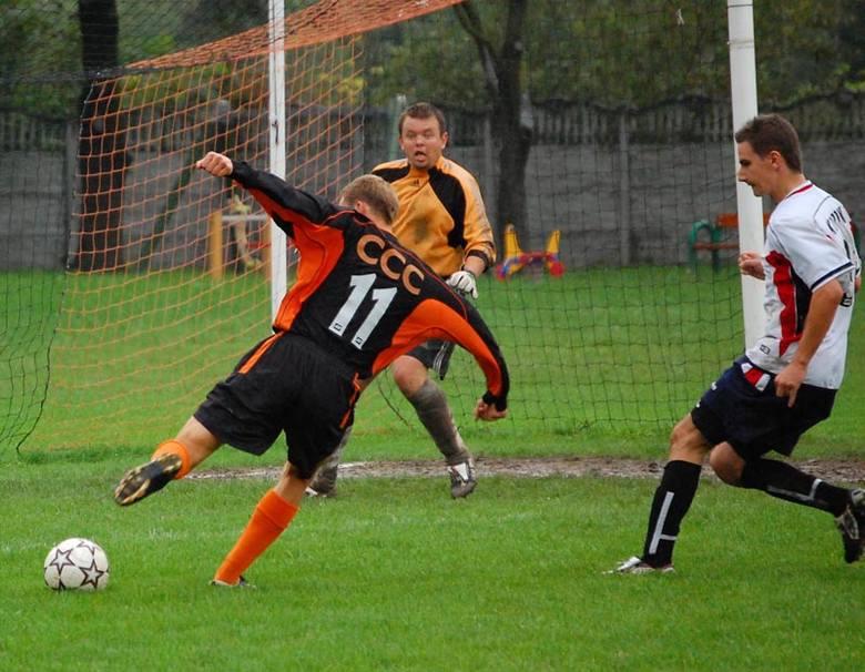 Piłkarze z Dąbrówek pokonali na wyjeździe 5-0 Koronę Rzeszów.