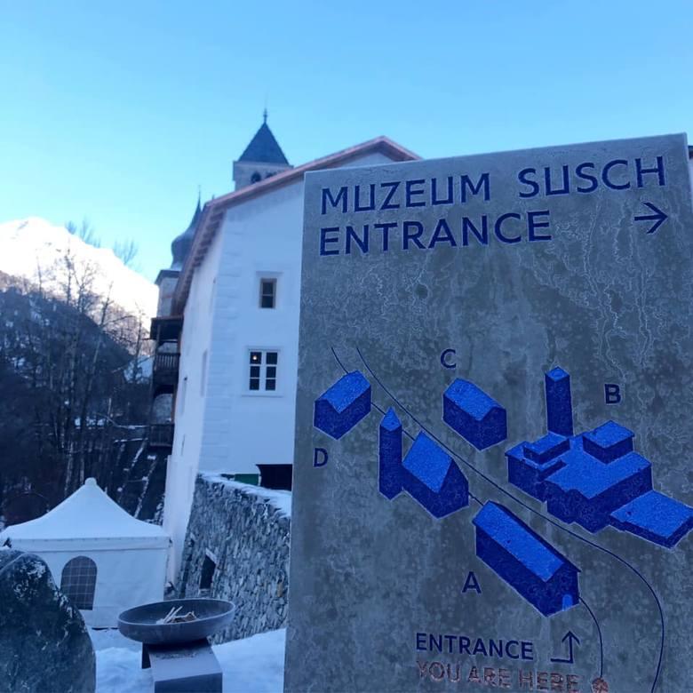 Muzeum powstało we wbudowanej w skałę bryle historycznego browaru i klasztoru, który swego czasu był przystankiem dla pielgrzymów.