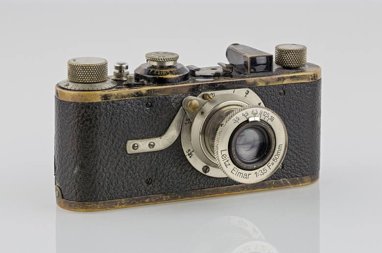 NAJDROŻSZY APARAT FOTOGRAFICZNY ŚWIATAcena: 2,16 mln USDLeica 0-Series nr 116Miano najdroższego aparatu świata Leica zyskała w 2013 roku. Rzadki model