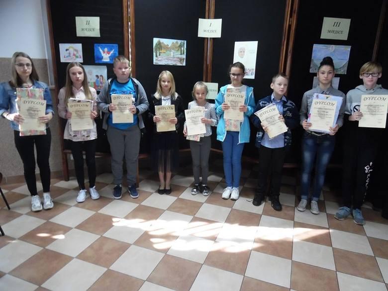 Wręczenie nagród odbyło się 16 października w Gminnym Ośrodku Kultury w Płoniawach-Bramurze. Nagrody wręczyła dyrektor GOK-u Ewa Marmulewska.