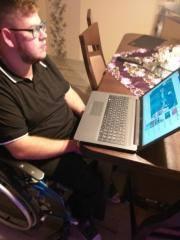 Na swoje 27 urodziny Marek Sakowicz dostał do myśliwych laptopa