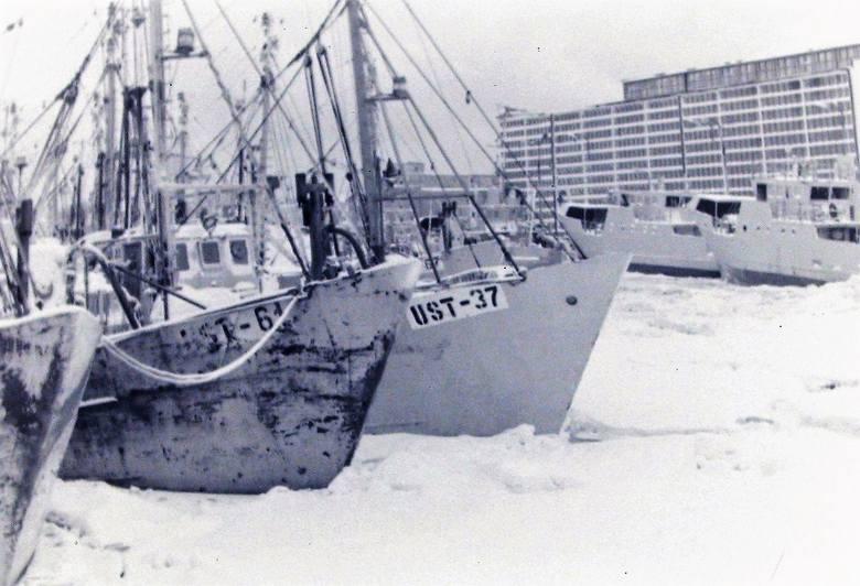 Flota rybacka Ustki w okowach lodu.