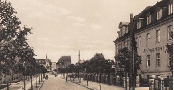 Po prawej stronie miastecka Kreissparkasse - 1929 r.