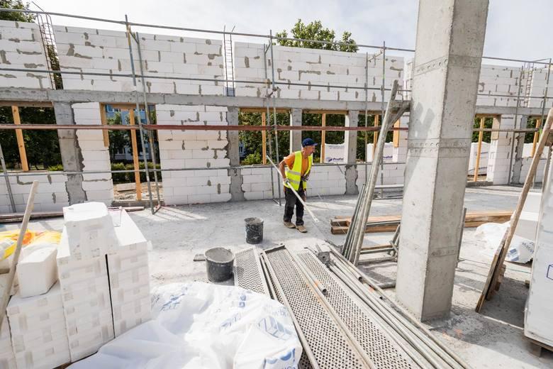 Zakończenie prac budowlanych i wyposażenie nowego pawilonu przy ulicy Brzozowej planowane jest w pierwszej połowie przyszłego roku. Inwestycja kosztuje