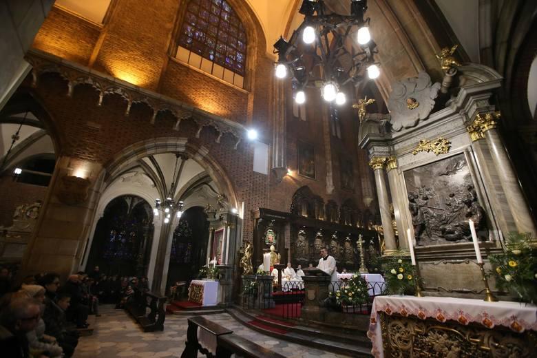 Koronawirus: Czy zamkną kościoły, by wierni się nie zarażali?