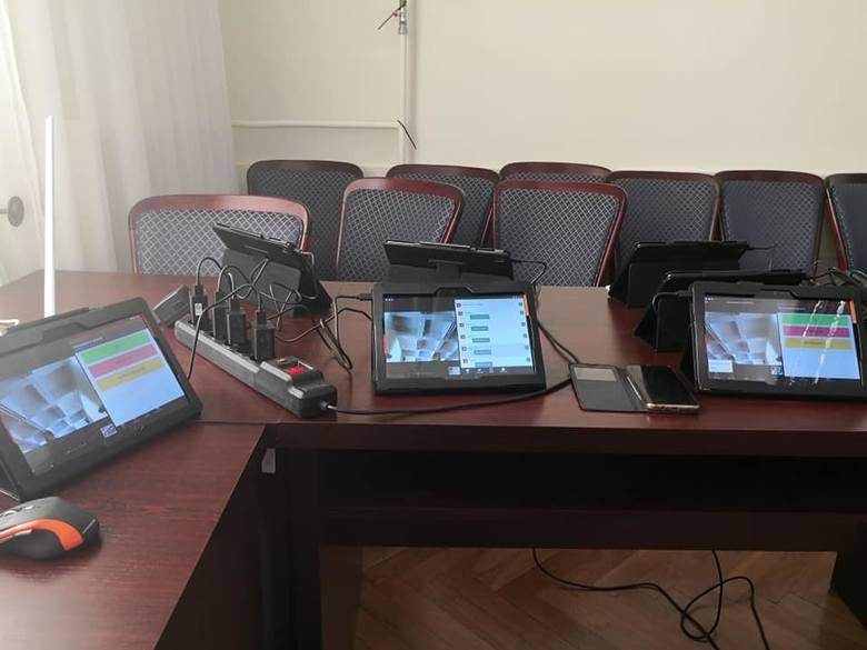Pierwsza taka sesja Rady Miejskiej w Kozienicach. Radni zagłosują przez internet