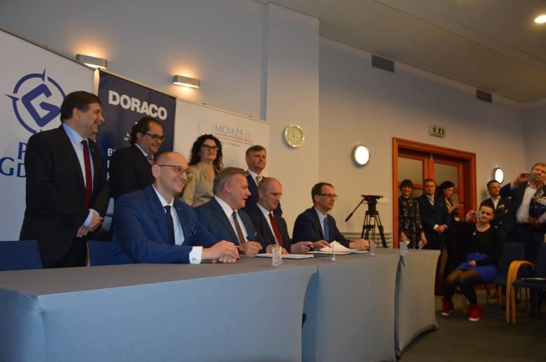 Port Gdynia. Nowy terminal promowy będzie gotowy pod koniec 2021 r. Podpisano umowę z firmą Doraco [zdjęcia, wizualizacja]