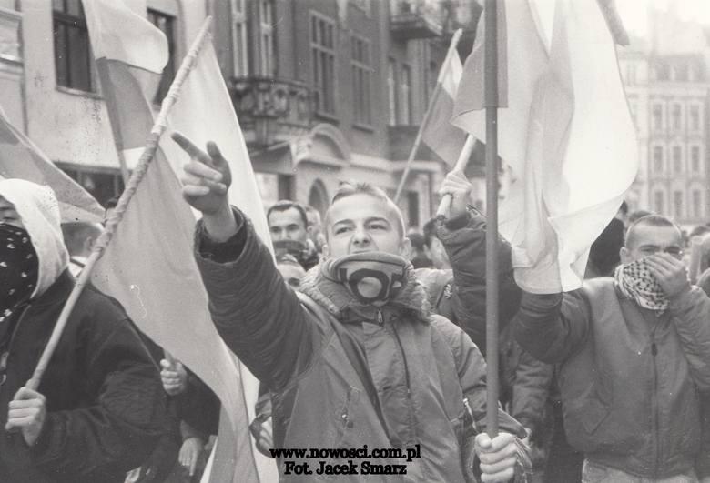 Skini i antyfaszyści, czyli pamiętny dzień niepodległości w Toruniu w 1994 roku [ZDJĘCIA]