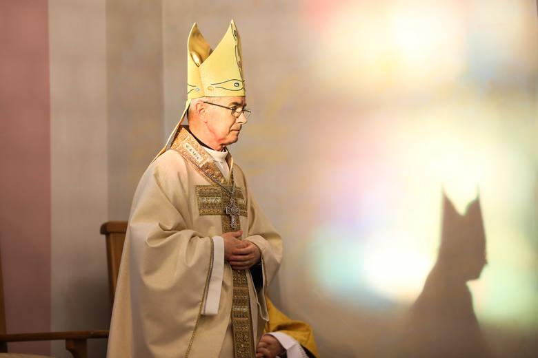 Bez udziału wiernych odbyła się w Wielki Czwartek msza Wieczerzy Pańskiej w rzeszowskiej katedrze. Eucharystię celebrował biskup rzeszowski Jan Wątr