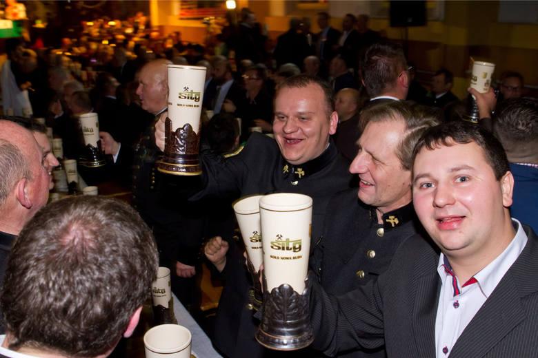 Karczmy piwne to typowy sposób świętowania Barbórki. Wkrótce odbywać się będą przy piwie z browaru krakowskiej AGH Zdj. ilustracyjne