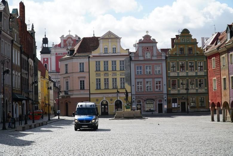 Tak wyglądał Poznań w czasie pierwszego lockdownu w pierwszych miesiącach pandemii koronawirusa. Opustoszałe ulice, zamknięte biznesy, patrole na ulicach.