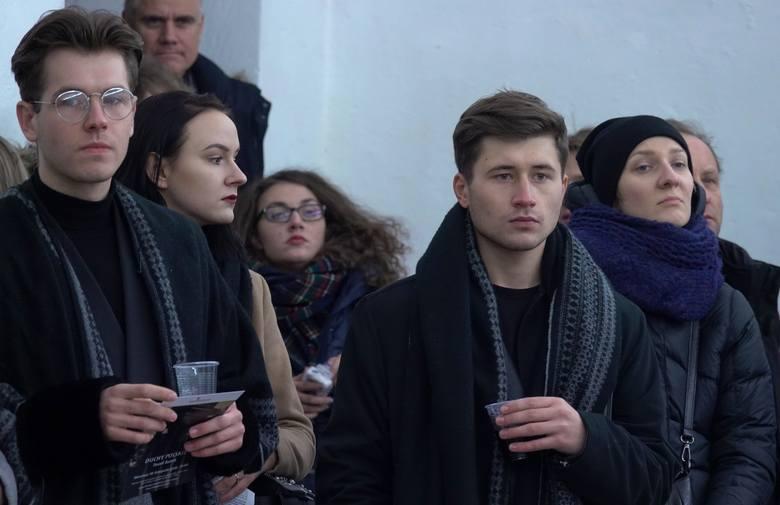 """Paweł Baśnik i obawy artysty otwartego. ,,Duchy polskie"""" - wystawa z cyklu ,,Rzecz(nie)pospolita"""""""