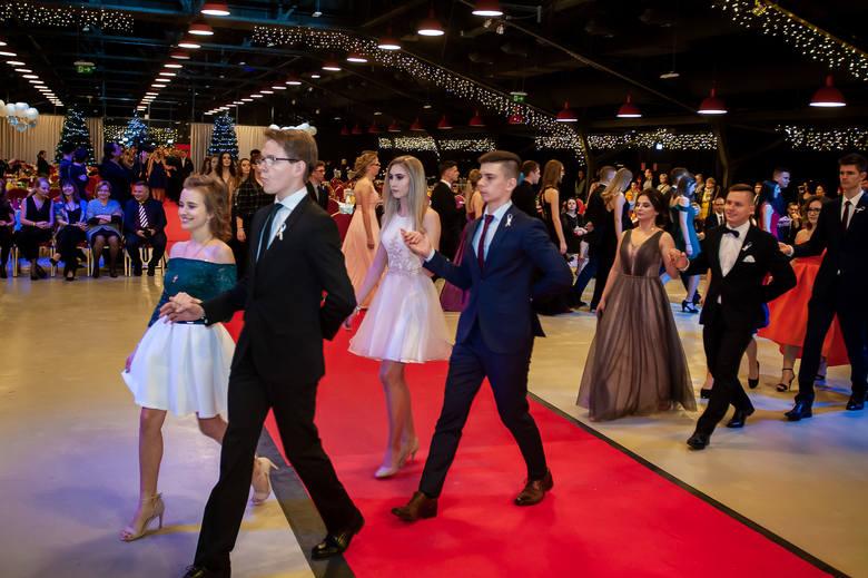 Studniówki 2019. I LO Opole. Maturzyści bawili się na balu w Dom Expo [ZDJĘCIA]