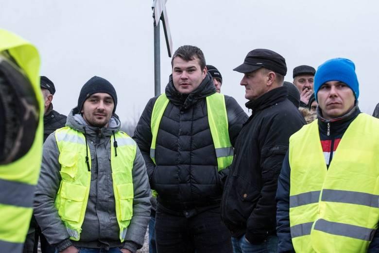 Protest rolników na trasie S8 w Rawie Mazowieckiej. Zablokowana droga, objazdy dla kierowców