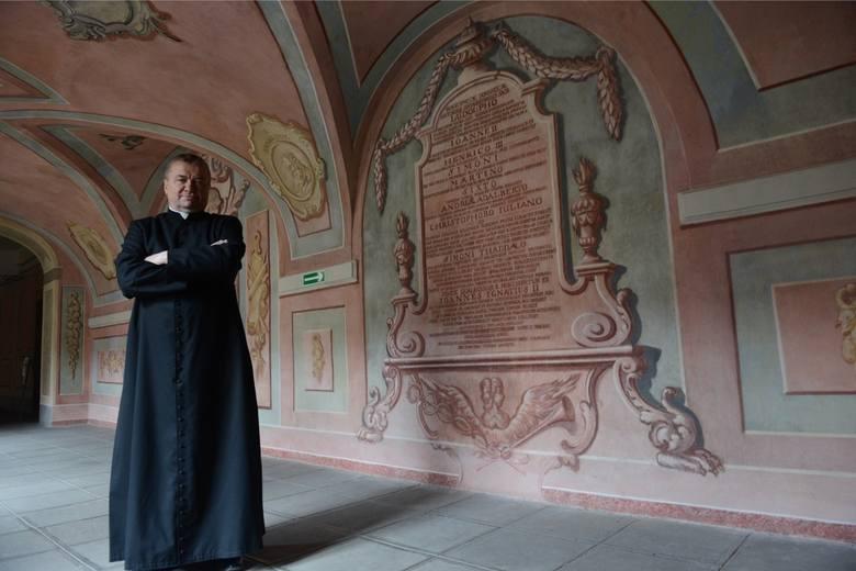 <i>Ksiądz kanonik proboszcz Zygmunt Mokrzycki</i>