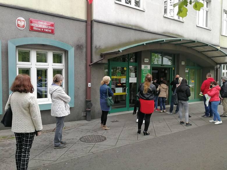 Poniedziałek, 4 maja w Toruniu: początek odmrażania miasta. Na klientów otworzyły się galerie handlowe, sklepy na starówce, ZUS, kolejne wydziały magistratu