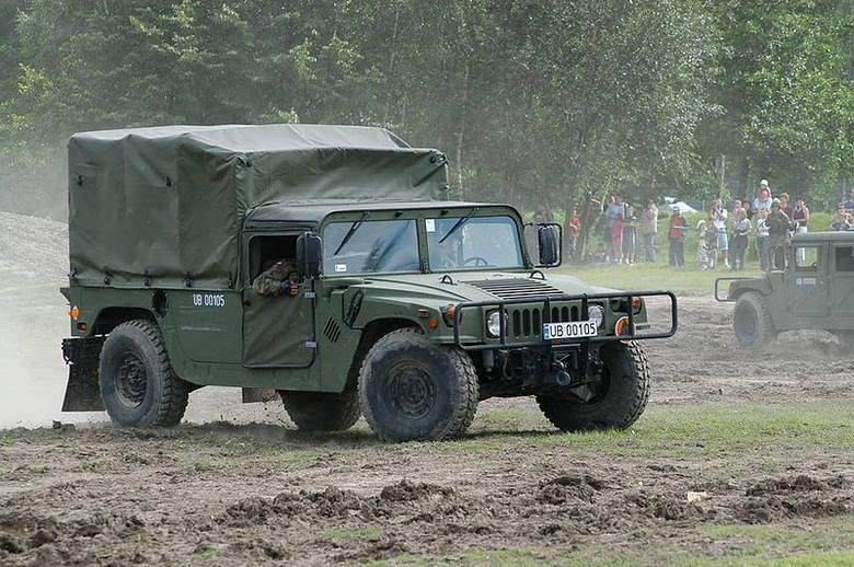 Samolot bezzałogowy demonstrowany na pojazdach (samochody ciężarowo-osobowe HMMWV M1097A2) – 2 szt.