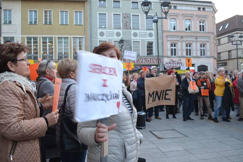 Wiec poparcia dla nauczycieli na gliwickim Rynku