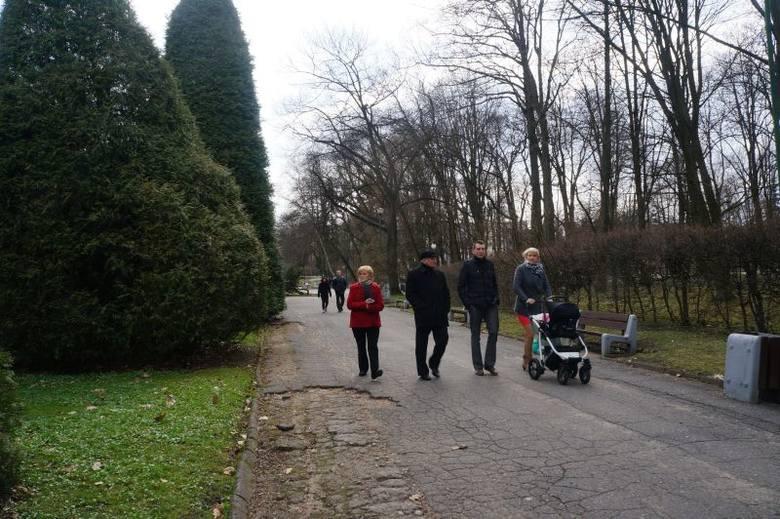 Mimo zmiennej pogody, nie brakło jednak spacerowiczów, szczególnie z dziećmi.