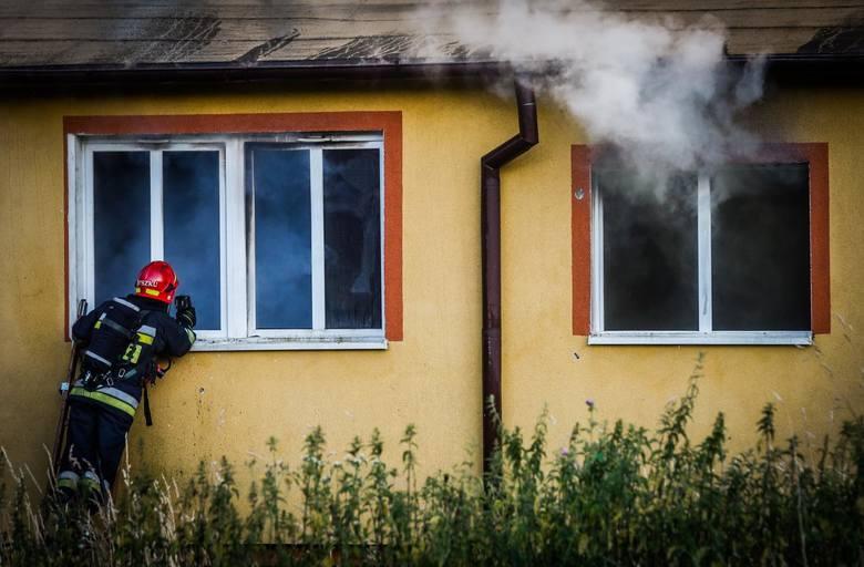 Pijany 59-latek z Biłgoraja postanowił przygotować sobie posiłek i… zasnął. Prawie doprowadził do pożaru