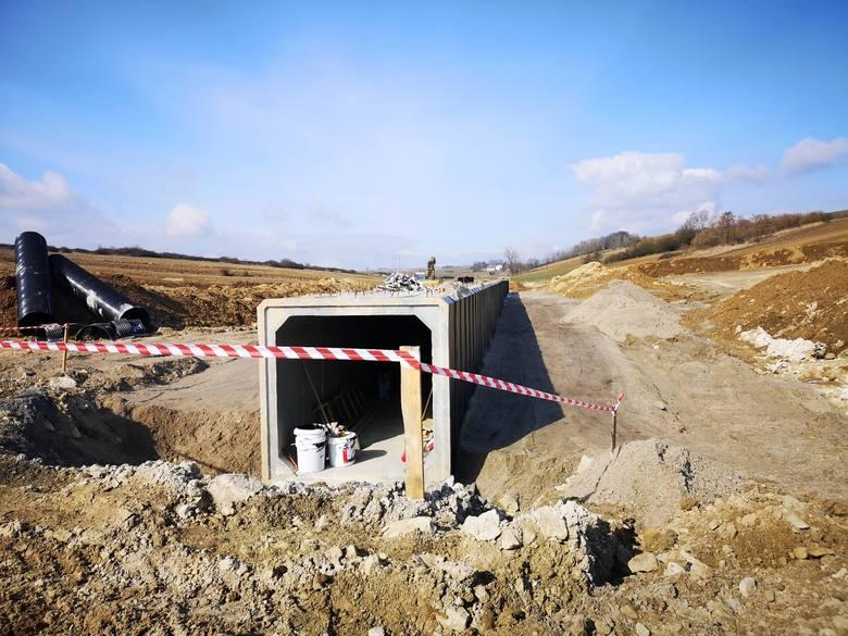 Budowa trasy S7. Zmiany w organizacji ruchu na północnej granicy Małopolski [ZDJĘCIA]