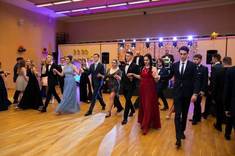 Studniówka IV Liceum Ogólnokształcącego w Bydgoszczy odbyła się w Operze Nova. Jak bawili się uczniowie? Zobaczcie zdjęcia!