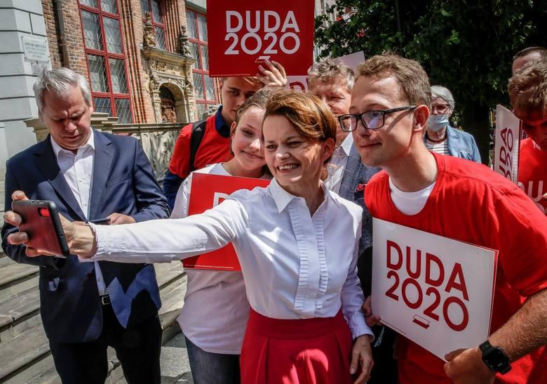 - Powiedziałam o tym dlatego, że sam Szymon Hołownia na jednym z pierwszych spotkań wyborczych powiedział, że wyobraża sobie rozmowę z politykami z koalicji
