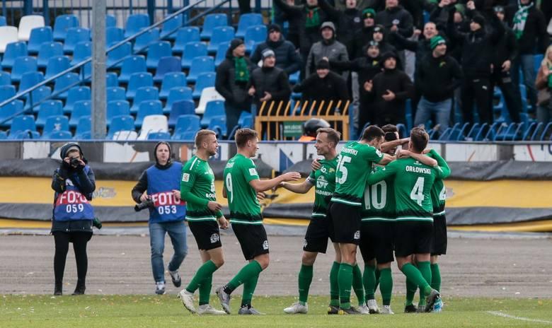 Jako wicemistrz 2 ligi do 1 ligi awansowałby Górnik Łęczna. Stało by się tak akurat po jego domowej porażce z liderującym Widzewem Łódź (1:2). Górnik