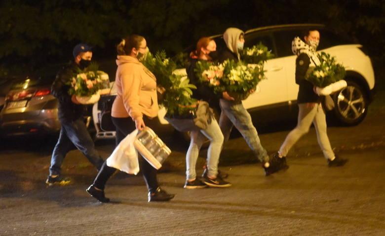 Mieszkańcy Zielonej Góry ruszyli na groby swoich bliskich. Cmentarze będą zamknięte