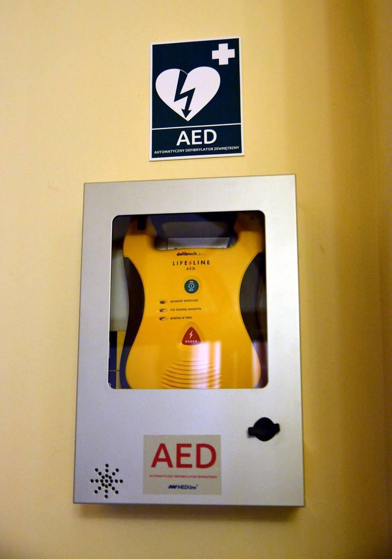 Defibrylator w lubelskim ratuszu znajduje się na parterze, jest dostępny w godz. 7.30 - 15.30