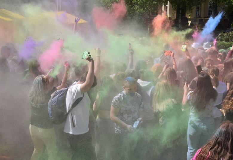 """Zespół Szkół Ponadgimnazjalnych nr 2 """"Gastronomik"""" w Inowrocławiu zaprosił gimnazjalistów do udziału w drzwiach otwartych. Uczniowie"""
