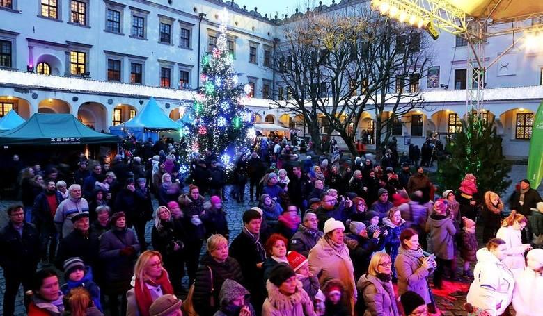 Jarmark Bożonarodzeniowy na ZamkuW sobotę i niedzielę na Zamku Książąt Pomorskich będzie się odbywał 7. Jarmark Bożonarodzeniowy na Zamku Książąt Pomorskich.