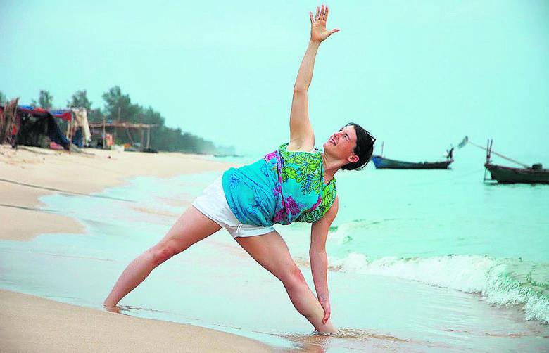 - Ćwiczenia jogi działają na wielu płaszczyznach: poprawiają samopoczucie, pomagają zwalczać niszczące skutki chronicznego stresu, dodają energii, poprawiają