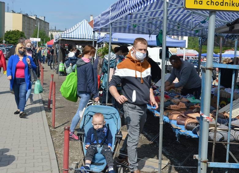 Choć życie w Proszowicach wraca na normalne tory, o końcu epidemii nie można mówić.
