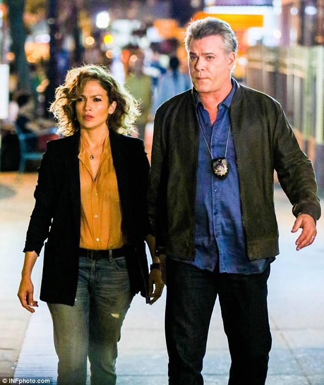 """Jennifer Lopez z Ray'em Liottą w serialu """"Shades of blue"""""""