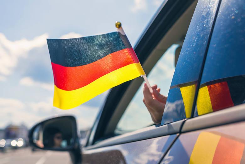 """Instytut Spraw Publicznych ogłosił wyniki """"Barometru Polska – Niemcy 2020"""". W lutym 2020 zapytano po tysiąc osób w obu krajach o to, jak postrzegają"""