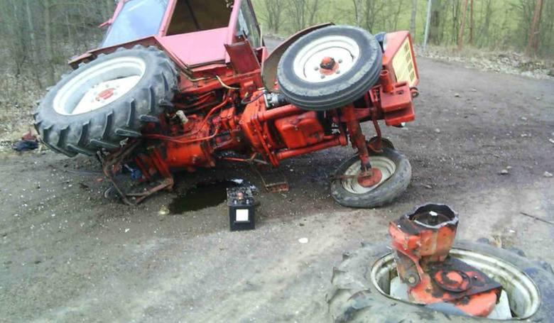 W marcu 2017 na trasie z Łomży do Ostrowi Mazowieckiej doszło do wypadku z udziałem dwóch pojazdów. Zderzyły się ze sobą samochód osobowy oraz ciągnik