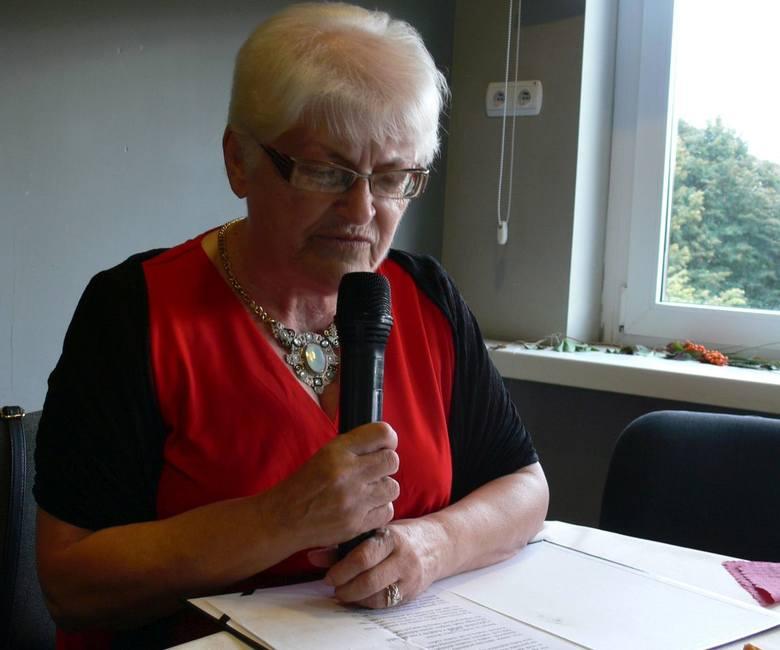 """Maria Okulska, uczestniczka Domu Dziennego_Pobytu w Tarnobrzegu przeczytała na początek wiersz pod tytułem """"Szczęście seniora"""""""