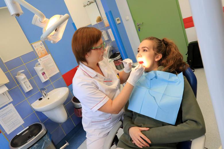 Szukasz dobrego dentysty w Rzeszowie? Zobacz ranking 10 stomatologów polecanych przez największą liczbę użytkowników serwisu ZnanyLekarz.pl. Publikujemy