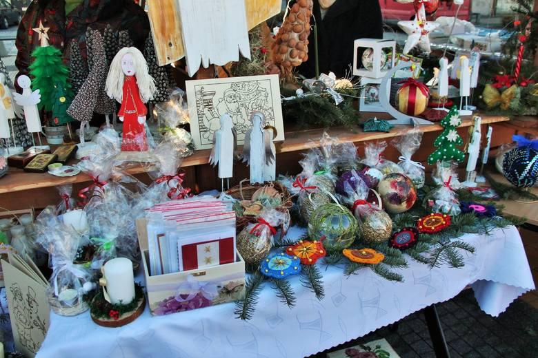Starostwo Powiatowe w Mielcu po raz kolejny zorganizowało Jarmark Świąteczny. Po raz pierwszy odbył się on na mieleckim rynku, a udział w Jarmarku wzięła