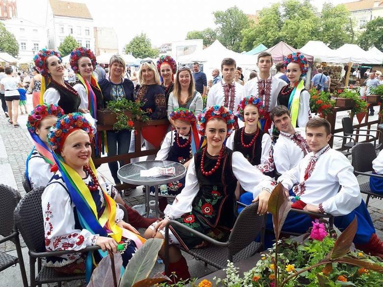 Jarmark Jaszczurczy kolejny raz przyciągnął tłumy do  Miasta Zakochanych. Było co oglądać, podziwiać na stoiskach z rękodzielnictwem, sztuką ludową,