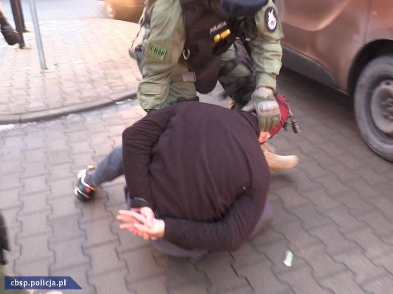 CBŚP: Policjanci z Kalisza rozbili gang dilerów i przemytników