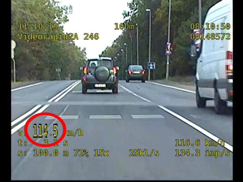 Ciągle wielu kierowców na drogach powiatu toruńskiego traci prawa jazdy po przekroczeniu dozwolonej szybkości o 50 kilometrów w terenie zabudowanym.