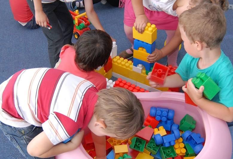6 maja mogą zostać otwarte złobki i przedszkola. Samorządy podejmują decyzję, czy tak zrobią. Tymczasem resort edukacji odpowiada na najczęstsze pytania